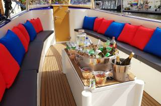 Amsterdam: Private Grachtenfahrt mit All Inclusive Bar
