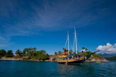 Baía de Paraty: Passeio de Barco com Mergulho de Snorkel