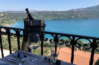 Rom: Weinbergbesuch mit dem Kleinbus mit Mittagessen am See