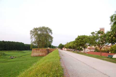 Lucca: Self-Guided Bike Tour to Villa Reale