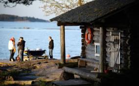Helsinki: Archipelago RIB Boat Tour with BBQ Lunch and Sauna
