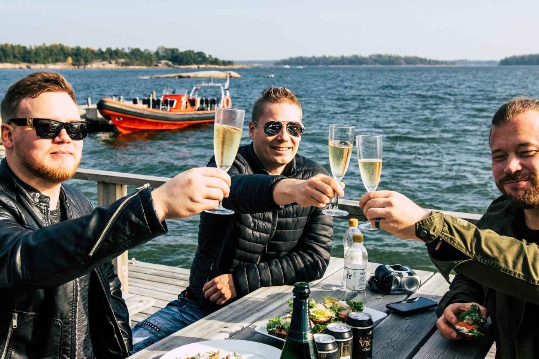Helsinki: Adrenalin-Kombitour mit Hubschrauber und RIB-Boot