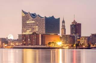 Hamburg: Abendliche Bootsrundfahrt Hafen und Speicherstadt