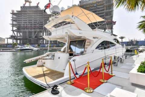 Dubai: Private Luxusyacht-Fahrt durch die Dubai Marina