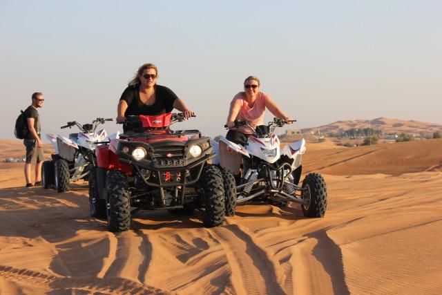 Dubai: avondtour door de woestijn met quad en BBQ-diner