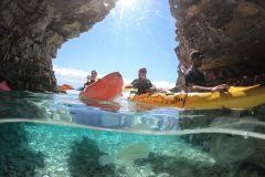 Premantura: passeio de caiaque pela caverna do mar
