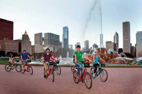 Chicago: Downtown Family Food Tour by Bike with Sightseeing