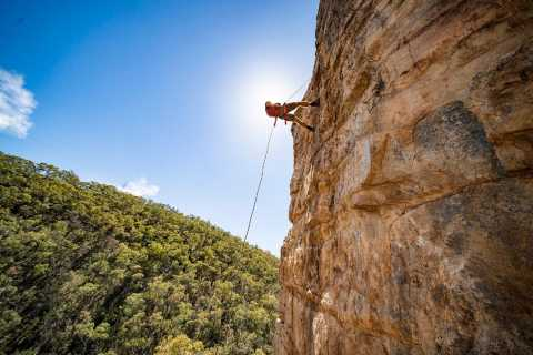 Adelaide: Rock Climbing and Abseiling Tour in Morialta