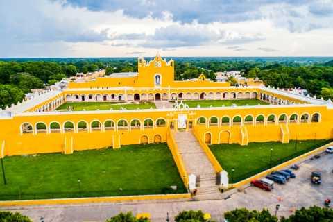 Van Merida: Izamal City Guided Walking Tour