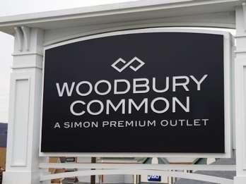Ab NYC: Einkaufstour zu den Woodbury Common Premium Outlets