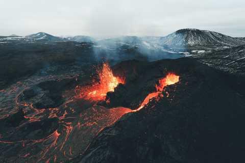 Reykjavík: caminhada pelo vulcão ativo e lagoa azul