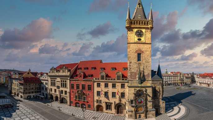 Praga: entrada al Antiguo Ayuntamiento y Reloj Astronómico
