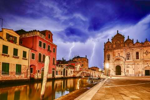 Venice: Ghosts and Legends Walking Tour with Wine and Food Tasting