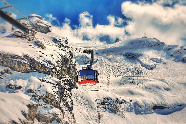 Ab Basel: Tagestour Titlis Glacier World mit privatem Guide