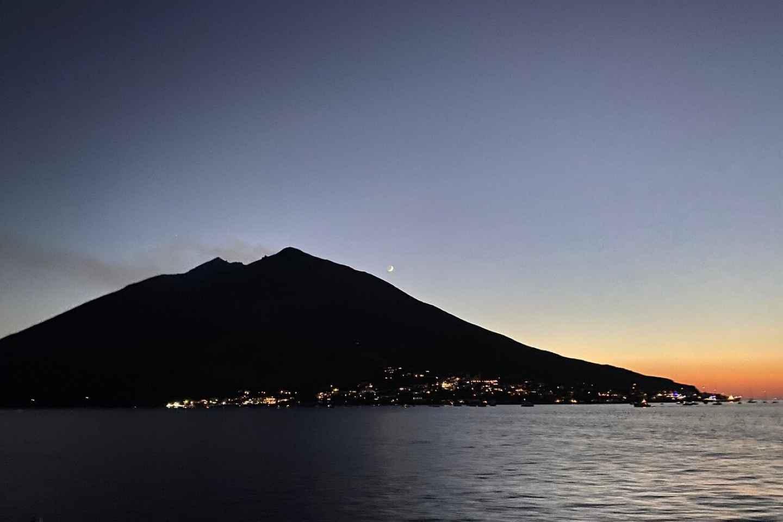Ab Milazzo: Vulcano, Panarea und Stromboli Tour bei Nacht