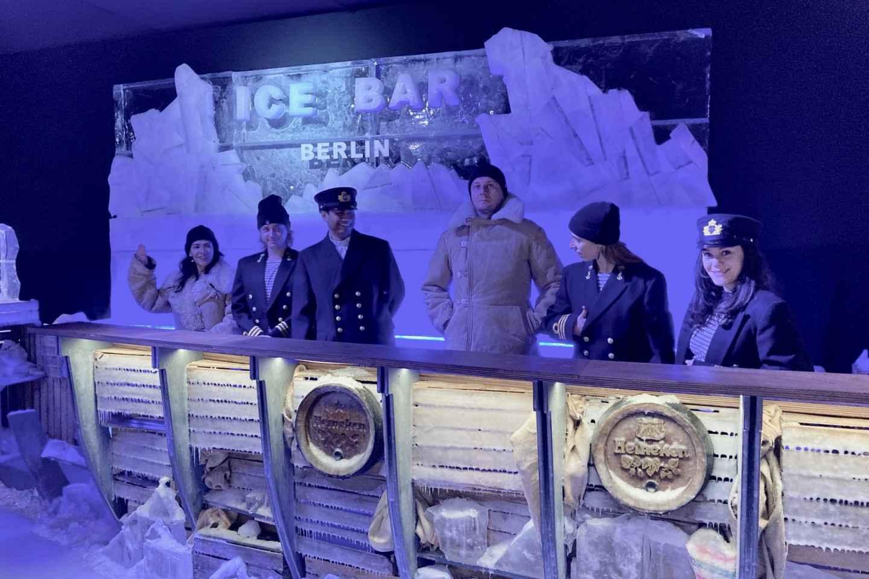 Berlin: Icebar-Eingang mit Cocktail und zwei Getränken