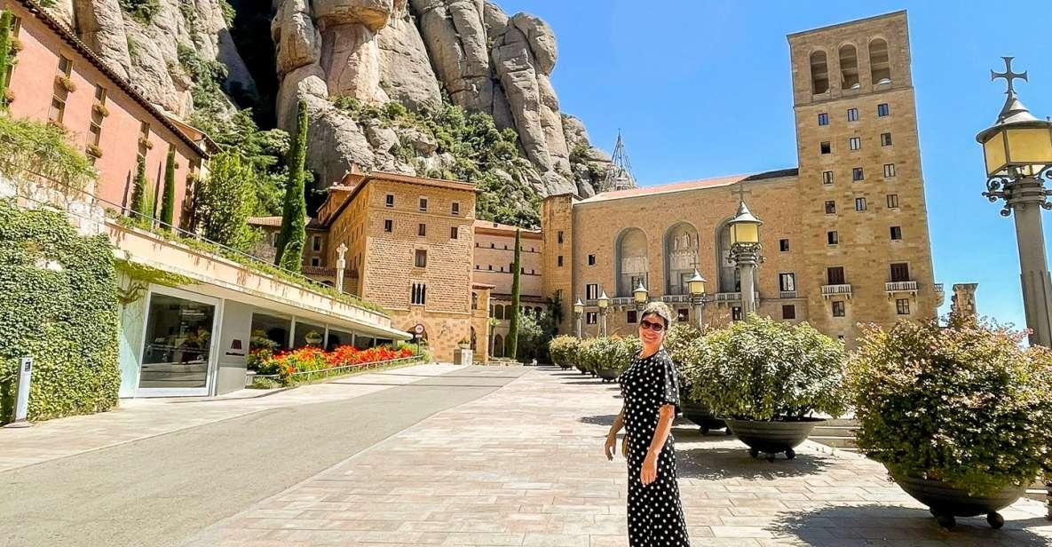 Barcelona: tour de Montserrat con degustación de vinos y almuerzo opcionales