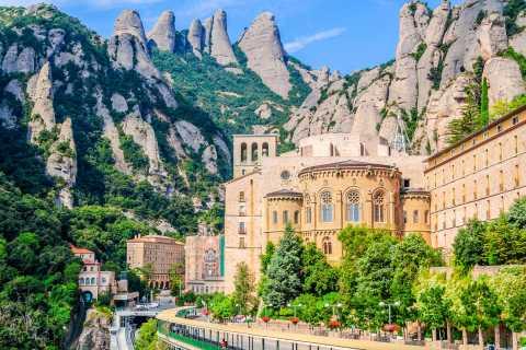 Barcellona: tour di Montserrat con vino o pranzo opzionali