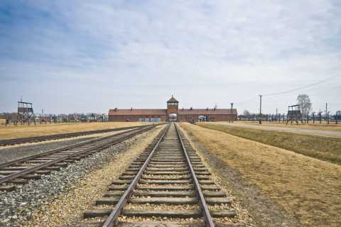 Krakow: Auschwitz-Birkenau & Labyrinth Exhibit Full-Day Tour