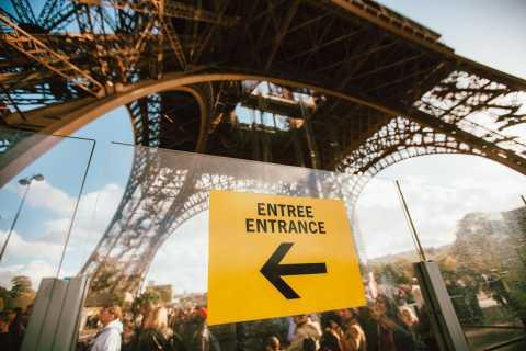 Torre Eiffel: Acesso direto de 2º nível e excursão guiada ao cume
