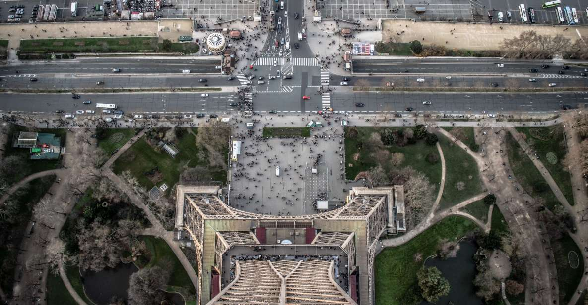 Eiffel Tower: Direct Access 2nd Level and Summit Guided Tour