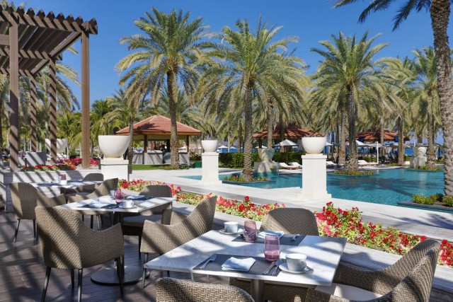 Muscat: avondtour met diner in Bustan Palace