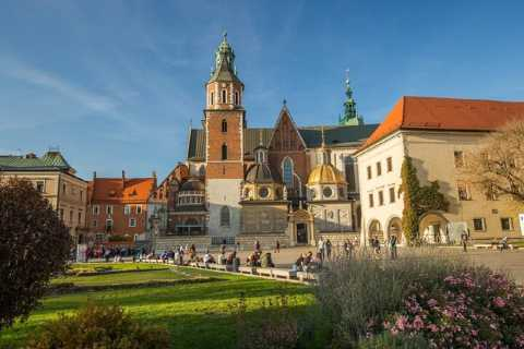 Kraków: 3-Day Wawel Castle, Wieliczka, and Auschwitz Tour