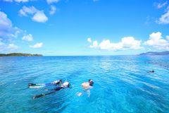 Naha: excursão de dia inteiro para mergulho com snorkel na ilha de Keramas com almoço