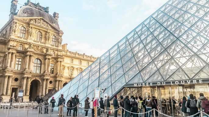 Paris: Louvre Museum Timed-Entrance Ticket