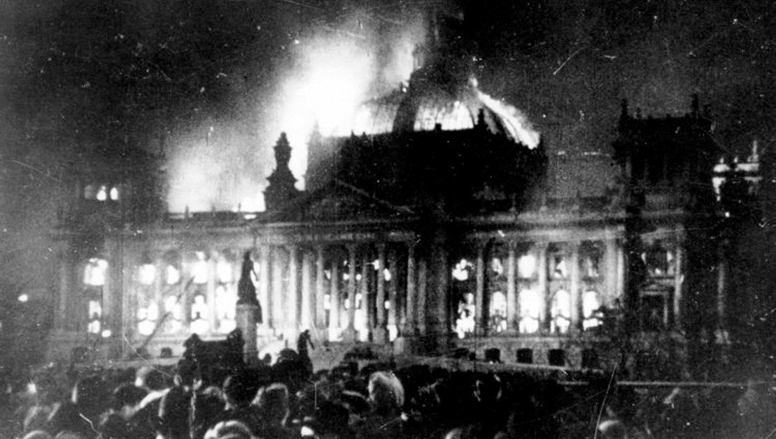 the reichstag fire Just after nine o'clock on the evening of 27 february 1933, passers-by heard the sound of breaking glass coming from the reichstag and, shortly afterwards, saw flames beginning to light up the inside of the building fire engines were summoned and brought the blaze under control, but it was too late to.