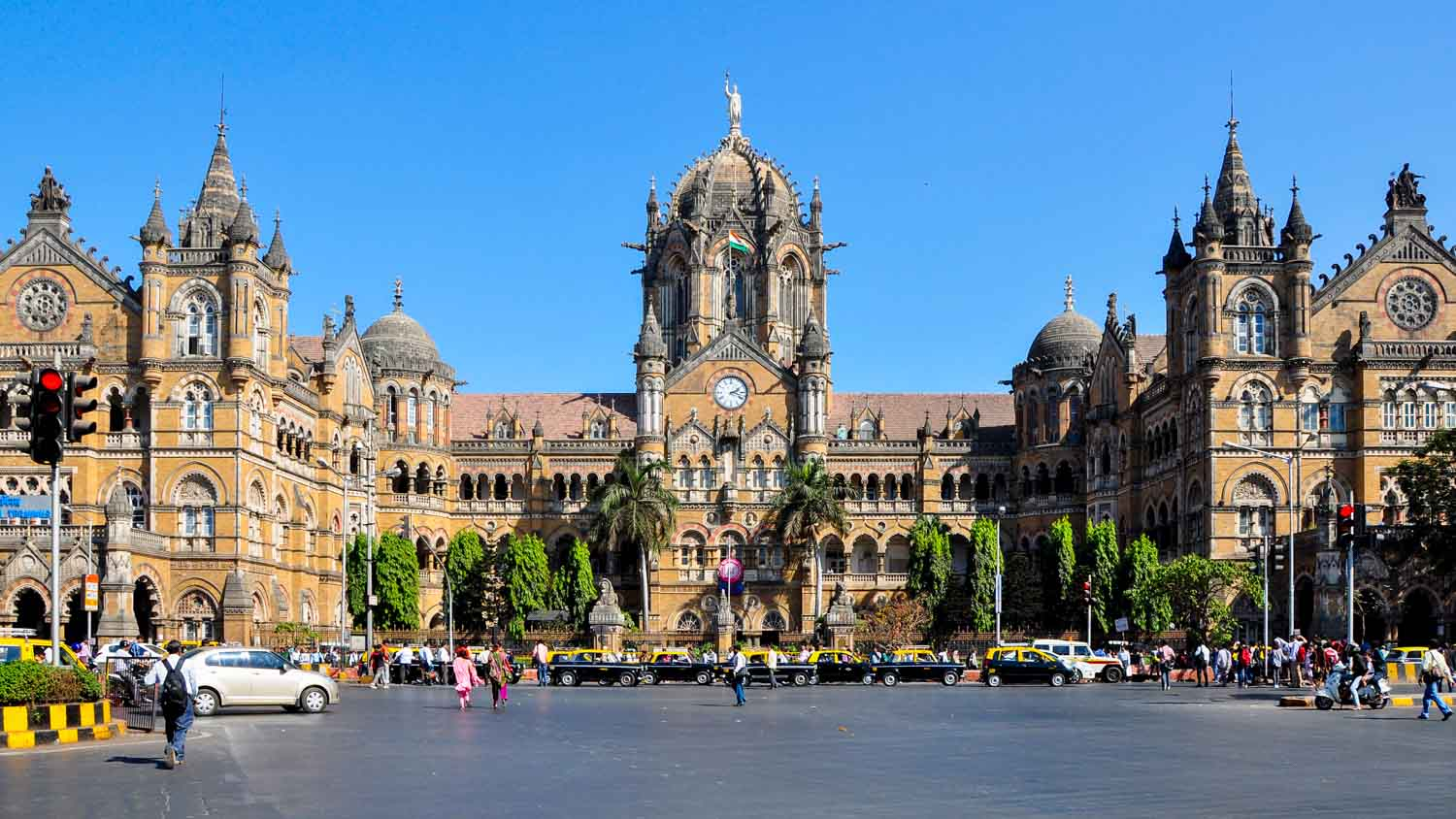 india and mumbai Mall mania has hit mumbai in recent years, and most are more than just shopping destinations head to these 10 biggest and best mumbai malls.