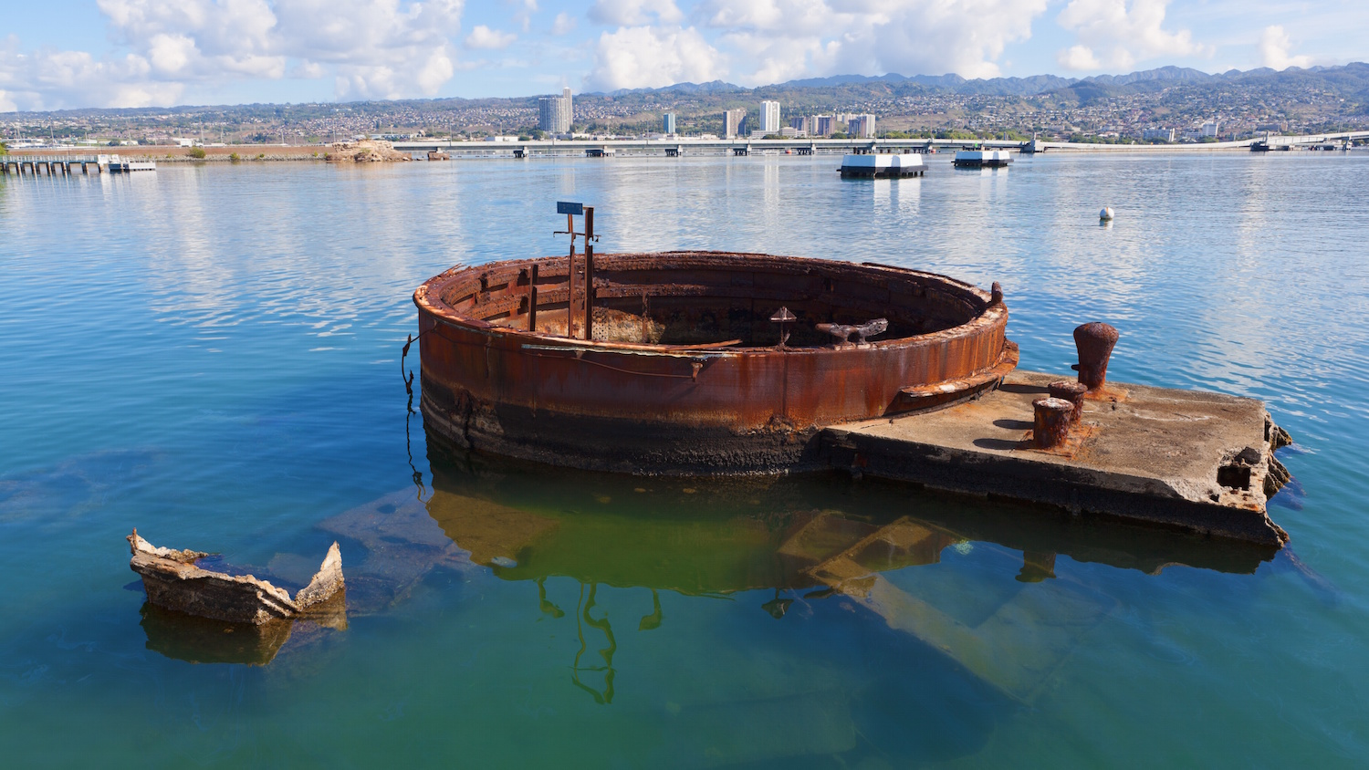 a look at the uss arizona memorial A closer look at pearl harbor - into the arizona more about pearl harbor - into the arizona today, the remains of the uss arizona serve as a memorial to the american people, and are a stark.